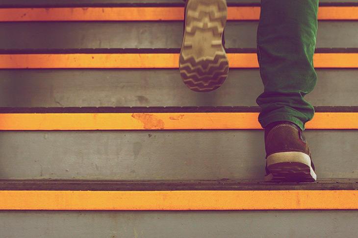 Como escolher uma corretora em 10 passos simples